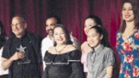 Edmundo Poy  recibió un reconocimiento al cierre de la cartelera de actividades.