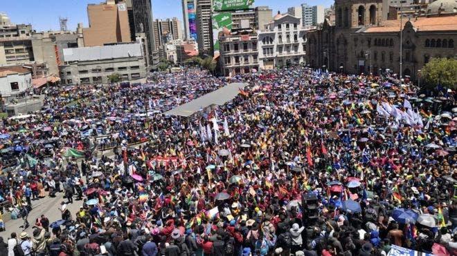 """""""Evo es nuestro Fidel Castro"""": los seguidores del presidente de Bolivia que defienden su cuestionada victoria"""