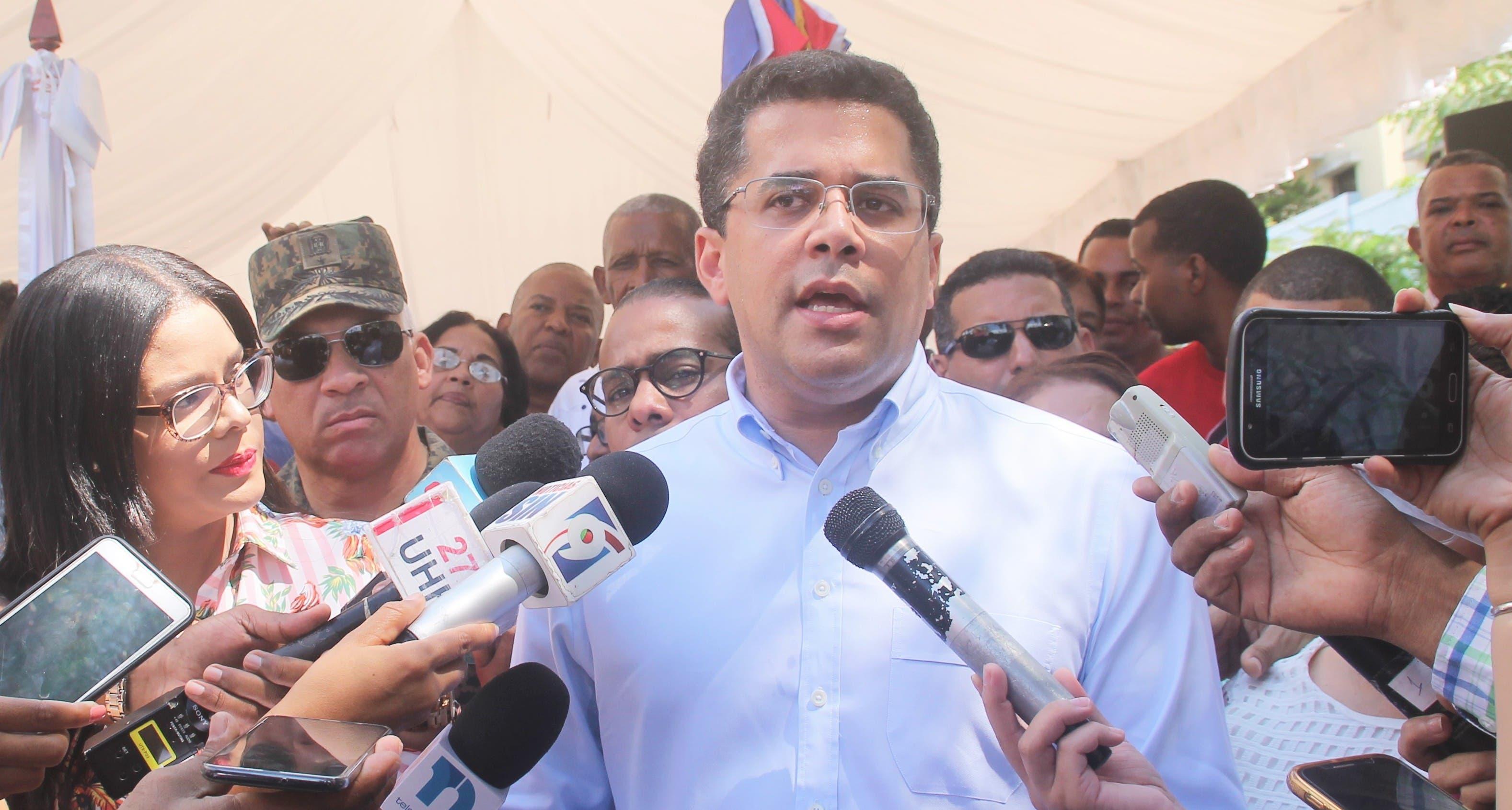David Collado afirma varios partidos le han ofertado la candidatura presidencial