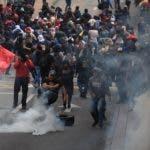 Manifestantes participan en una jornada de protesta contra las medidas económicas del Gobierno del presidente Lenín Moreno este jueves en Quito (Ecuador). EFE
