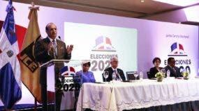 El presidente de la JCE, Julio César Castaños Guzmán, dijo que con la novedad del Voto Automatizado, la Junta ha hecho una apuesta fuerte.