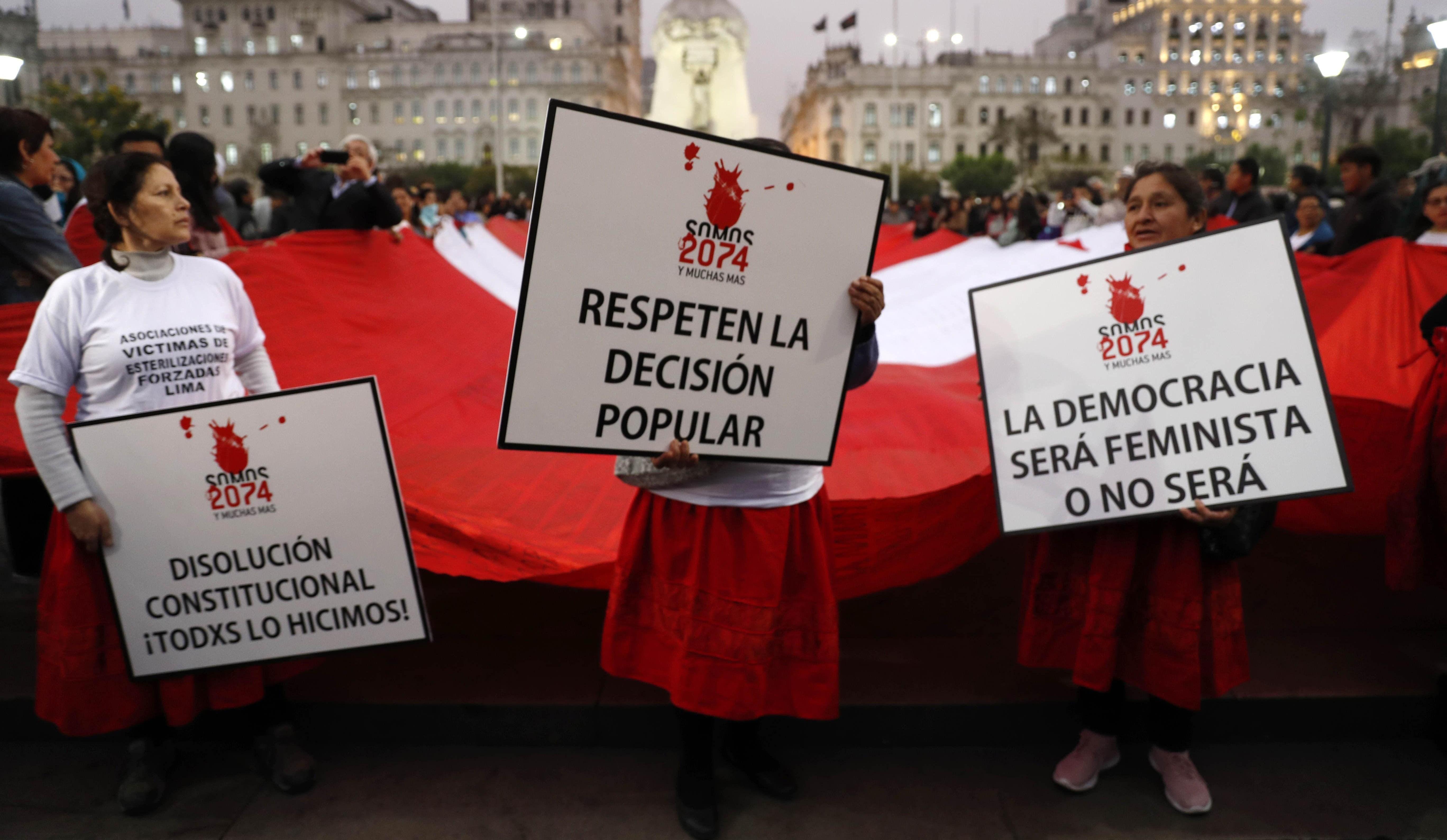 Marchan en respaldo a la decisión presidencial de cierre del Congreso de Perú