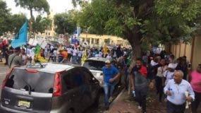 Estudiantes y empleados de la UASD corren tras la represión de la Policía.
