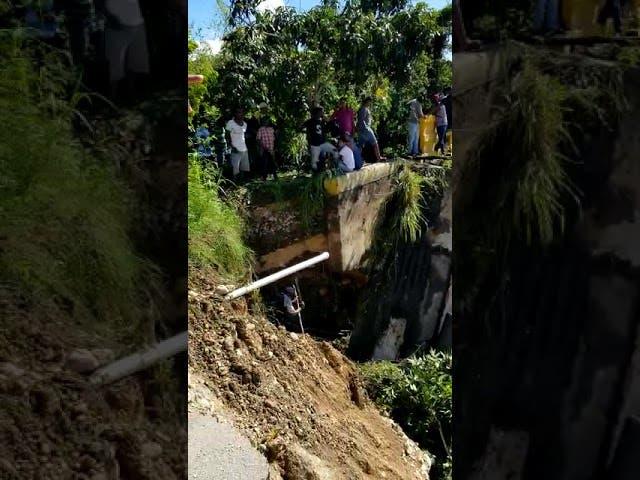 Colapsa puente en El Cercado tras crecida de río Vallejuelo en San Juan