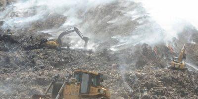 El incendio en el vertedero de Haina se extendió durante casi tres semanas. Foto: José de León/El Día