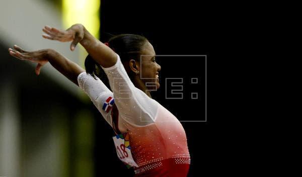 La dominicana Yamilet Peña dio al público del pabellón Hanns Martin Schleyer de Stuttgart la primera alegría de los Mundiales de gimnasia artística al abrir la competición con un produnova.