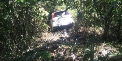 Aparentemente, la intención era que el vehículo cayera al precipicio. Foto: Fuente externa.