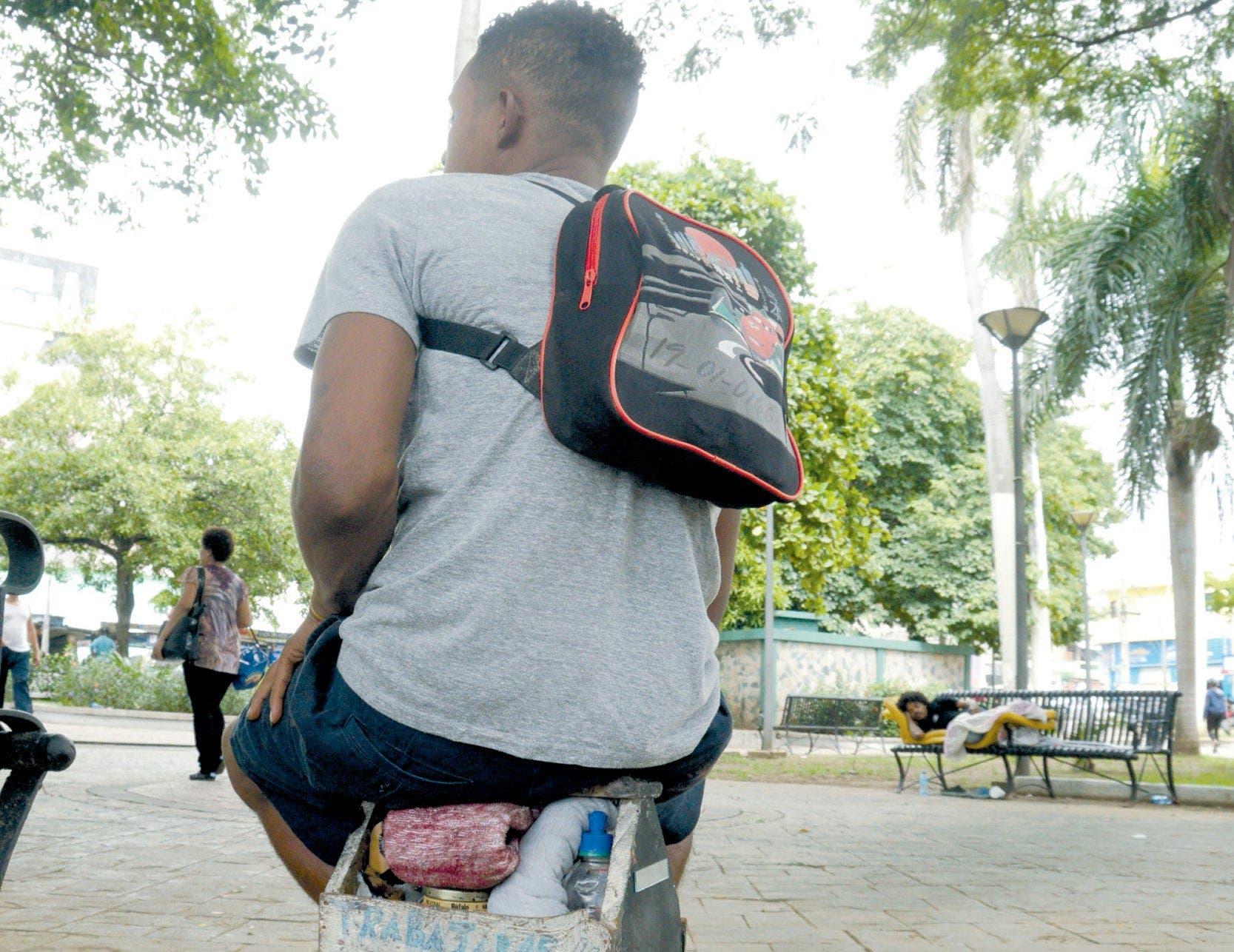 Sociólogo Celedonio Jiménez asegura que más de  300 mil menores realizan trabajo productivo en el país.   Elieser Tapia