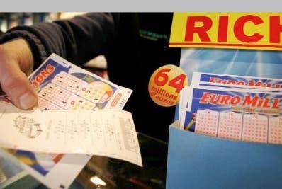 Obrero se gana 35 millones de dólares lotería