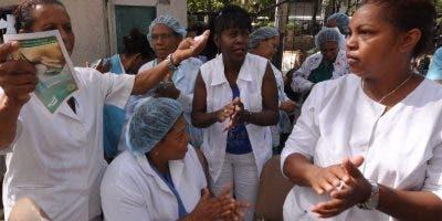 En el país hay un déficit de más de seis mil enfermeras.
