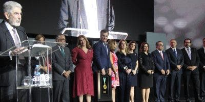 El dirigente empresarial José Manuel Paliza  recibió el Galardón al Mérito Industrial, durante el Almuerzo Anual de la Asociación de Industrias.