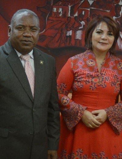 Los doctores Santos Ramírez y Claudia Almonte. josé de león