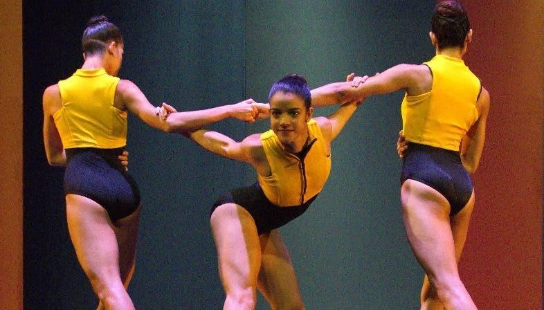 'A tiempo de tres', en apoyo danza del país