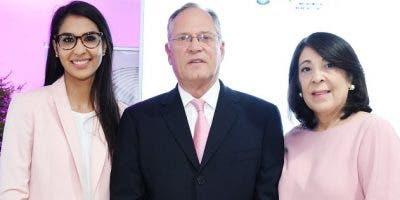 Elizabeth Ovalle de Morel, Marcel Morel y Rocío Muñoz.