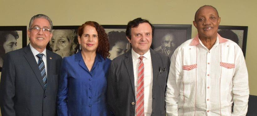 Intelectual italiano expone sobre la literatura y poder en Biblioteca Nacional