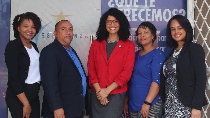 Astia Calderón, Isaac Comas Abreu, Alexandra Nuñez, Nelly Ulerio y Eliana Ponserrate Martínez.
