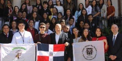La delegación fue recibida por el embajador dominicano en Washington, José Tomás Pérez.