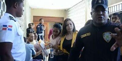 Margarita Hernández en la Palacio de Justicia de SPM para conocerle coerción.