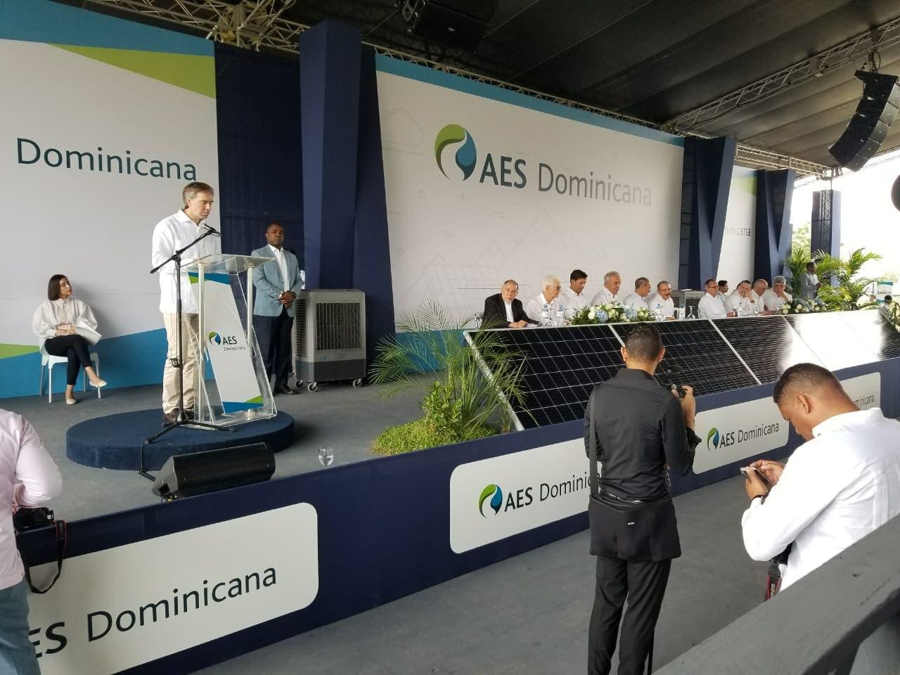 AES Dominicana da primer palazo para construcción parque solar