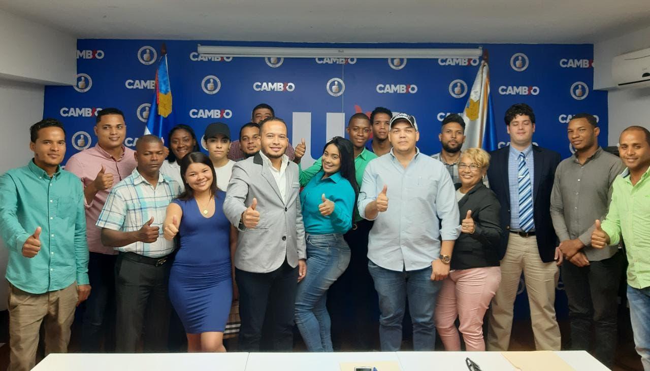 Jóvenes conforman movimiento en apoyo a Luis Abinader