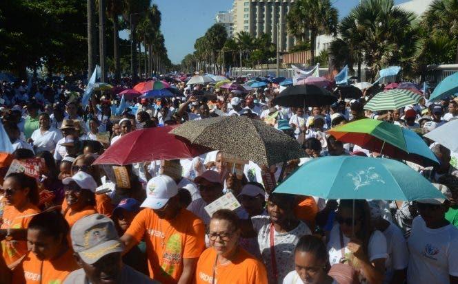 Miles de personas participan en la caminata «Un Paso Por Mi Familia»