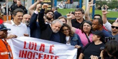 Desde diferentes partes de Brasil llegan para expresar su respaldo al exmandatario brasileño, preso con una condena en segunda instancia.