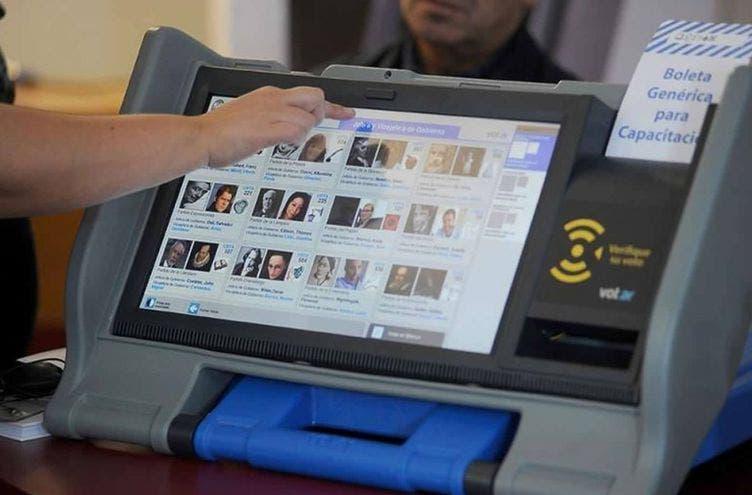 El voto electrónico en comicios paraguayos deviene en todo un enredo político
