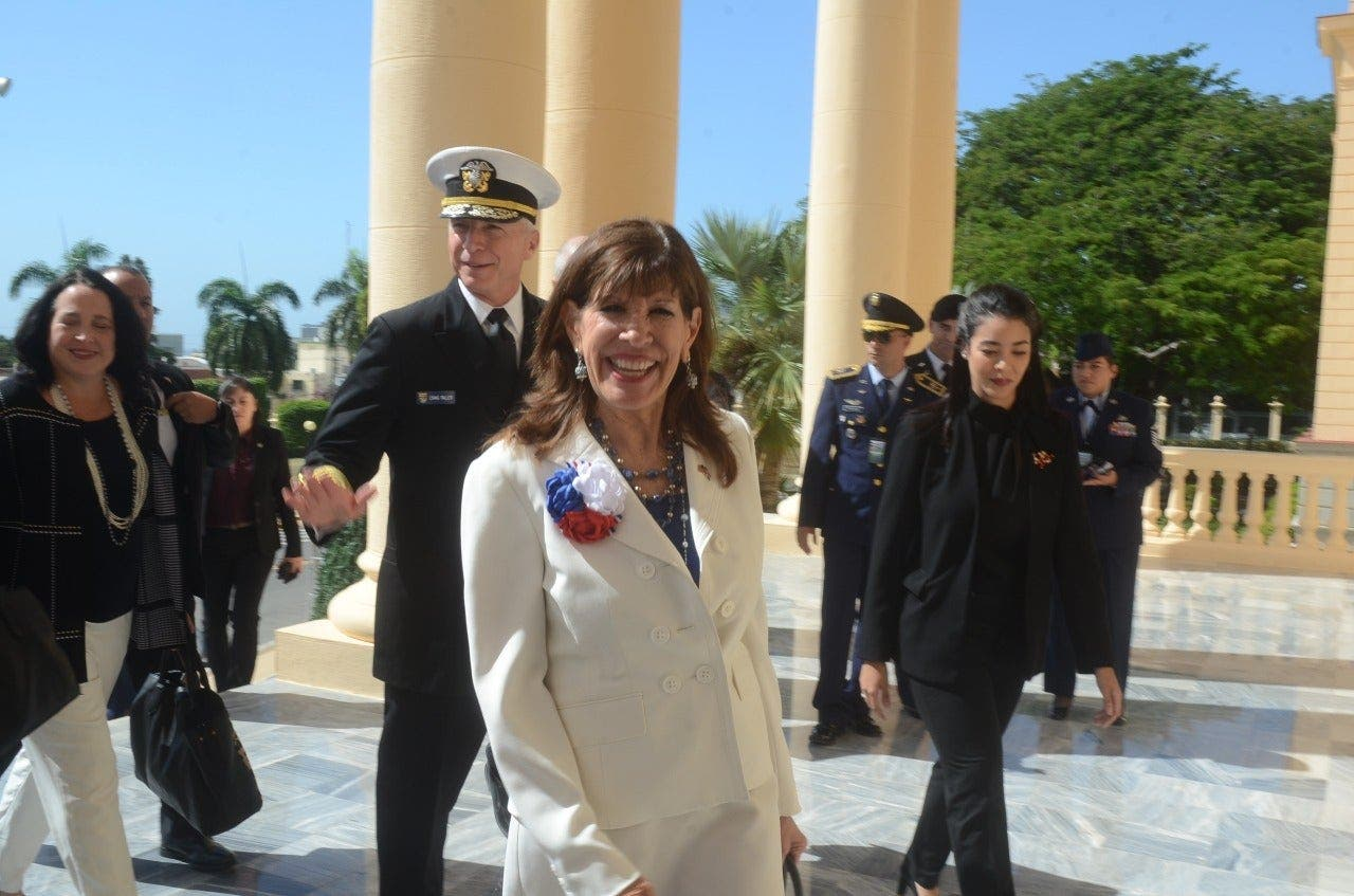 Craig Faller llegó al Palacio acompañado de la embajadora Robin Bernstein.