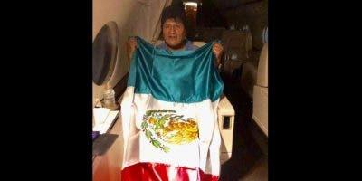 El viaje del expresidente boliviano Evo Morales a México, que le dará asilo, se convirtió en un periplo que incluyó escalas y rutas casi inverosímiles para trasladarlo a destino.