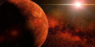 Mercurio es el planeta del sistema solar más próximo al Sol y el más pequeño. Forma parte de los denominados planetas interiores o terrestres y carece de satélites naturales al igual que Venus.