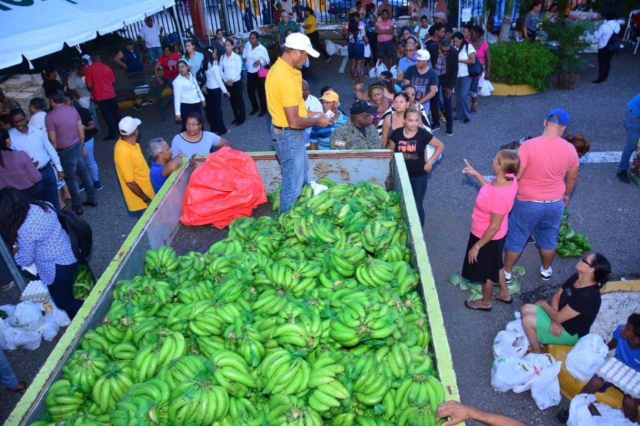 Programa venta de plátanos ejecutado por el Gobierno impacta  216 mil personas
