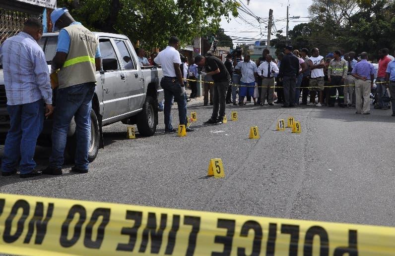 Presunto delincuente hiere a cuatro policías antes de caer abatido a tiros