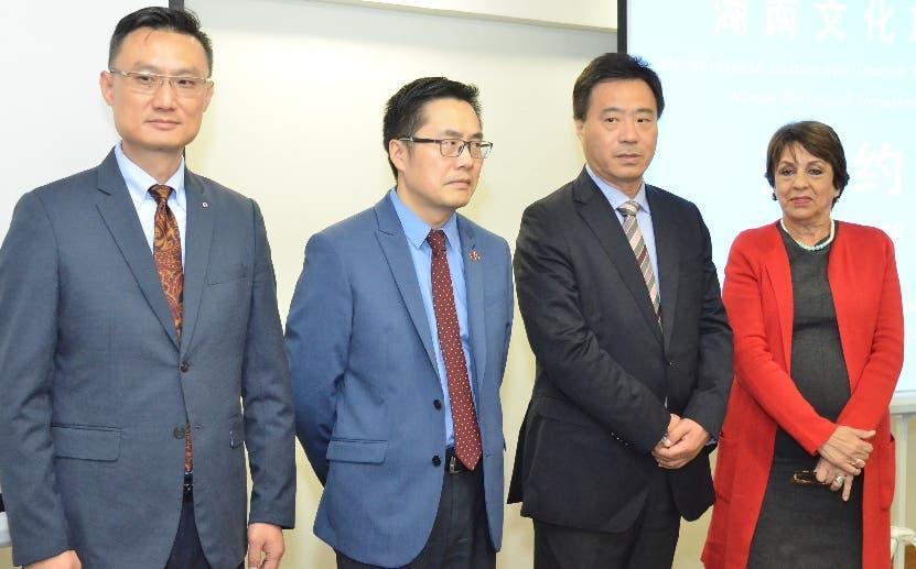 Chinos buscan vuelos directos al país