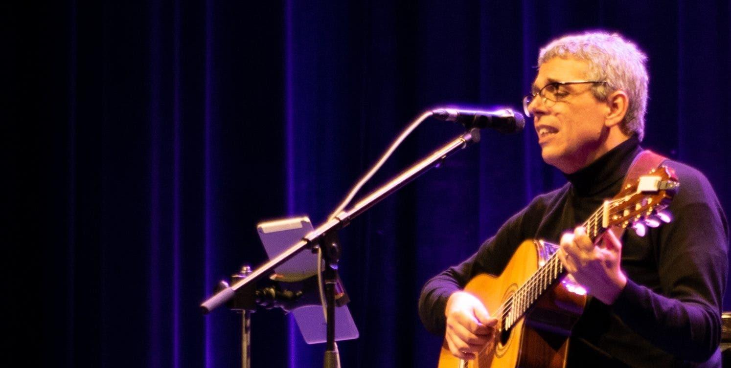 Pedro Guerra, en un concierto íntimo y muy nostálgico en el Teatro Nacional