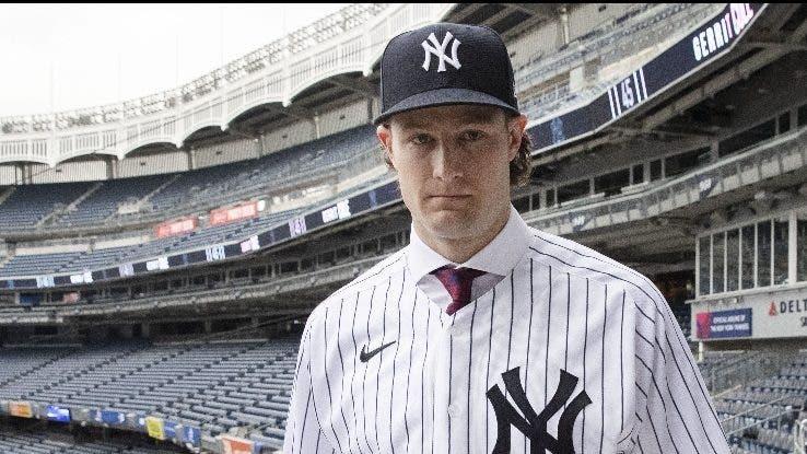 Cole afeitado en presentación del  Yankee Stadium