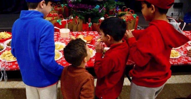Refugiados y solicitantes de asilo celebran la Navidad en Madrid