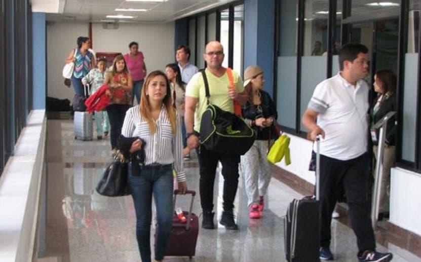 """Venezolanos ven """"golpe bajo"""" medida de la Cancillería de pedir visado"""