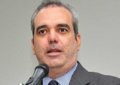 Abinader reitera promesa de dignificar salarios en el sector público