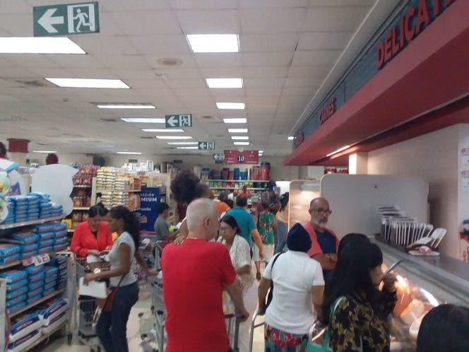 Ciudadanos abarrotan tiendas y establecimientos de Puerto Plata previo a la Nochebuena