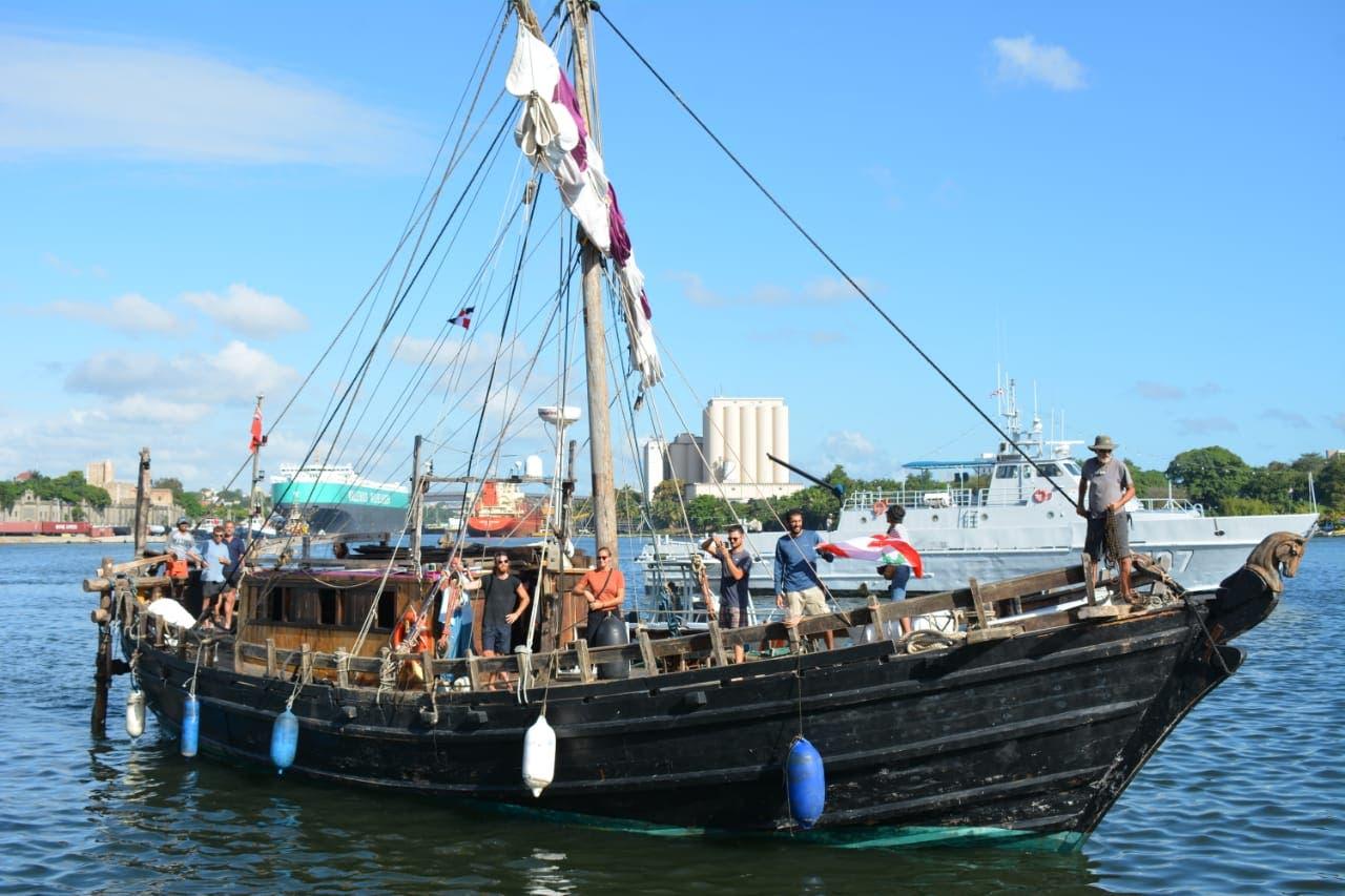"""Armada dominicana recibe  replica de embarcación """"Expedición Fenicia"""""""