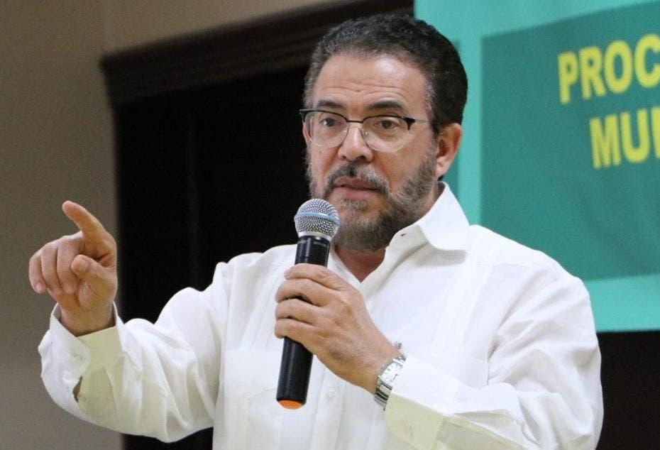 Guillermo Moreno: «Urge una política de Estado para el impulso producción nacional tabacalera»