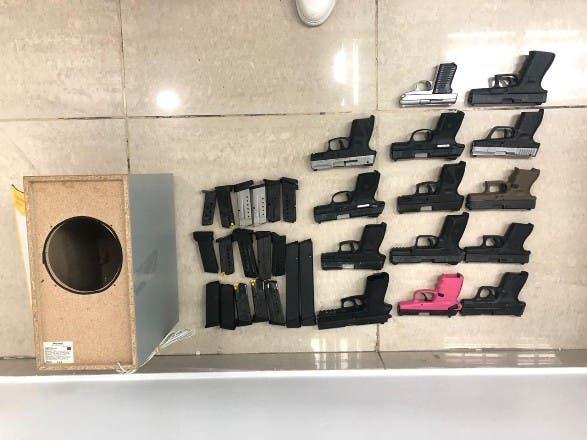 Autoridades decomisan 14 pistolas en muelle de Haina