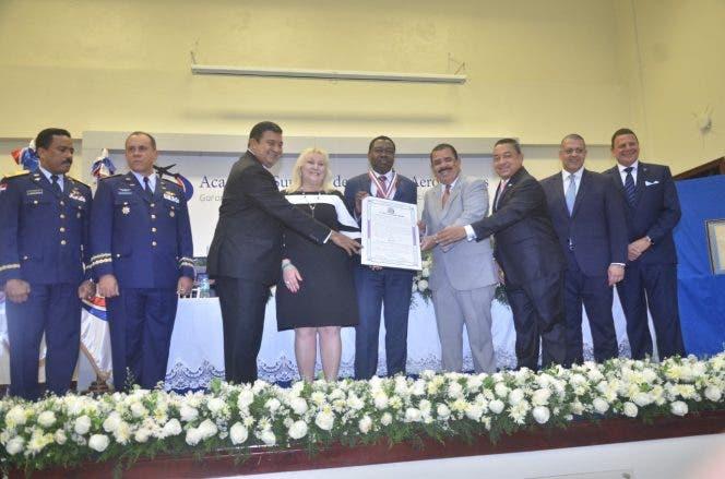 Senado y la IDAC reconocen a presidente de OACI por aportes a sector aéreo