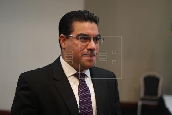 El exfiscal salvadoreño y exmagistrada constitucional presentan renuncias