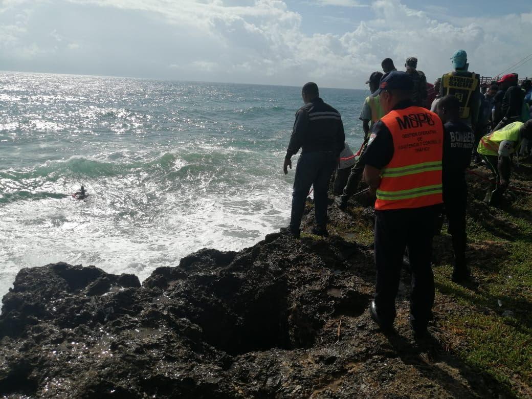 Video: Rescatan hombre que se lanzó al mar «para darse un chapuzón»