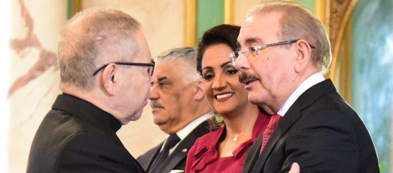 Danilo Medina recibe saludos por Año Nuevo
