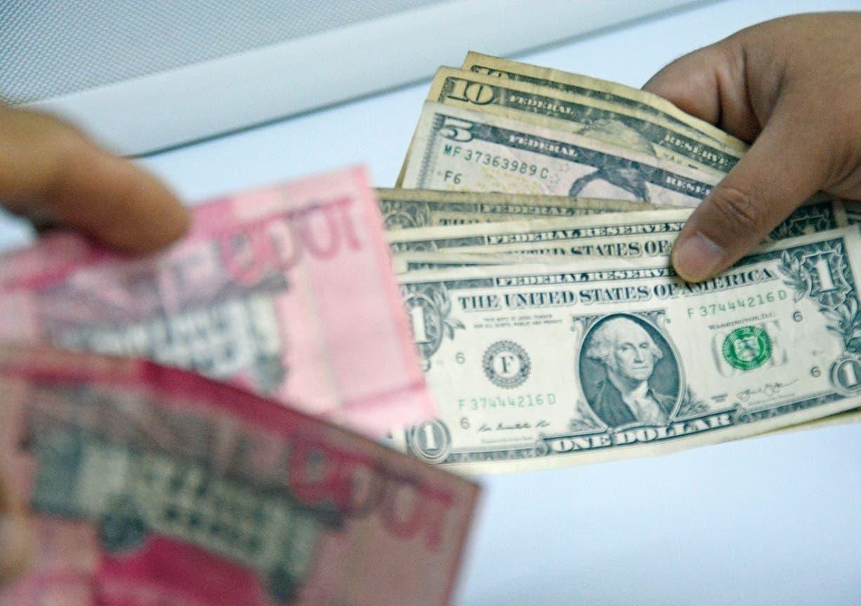 Control de dólar genera tensión en el mercado