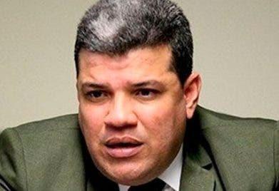 Opositores a Maduro se disputan congreso