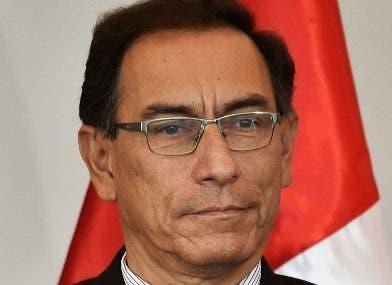 Jueza decidirá si prohibe salir de Perú a expresidente  Martín Vizcarra