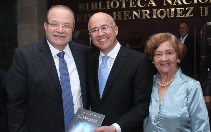 Embajador Dominicano en Washington pone a circular dos obras literarias